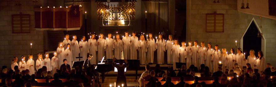 Den tradisjonelle Luciakonserten med Bodø domkirkes ungdomskor hver 13.desember kl.07.00